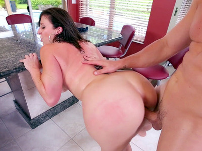 Big ass mommy Sara Jay gets pounded standing up