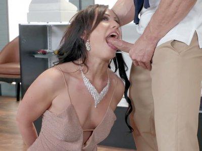 Jennifer White sucks the big cock and licks balls
