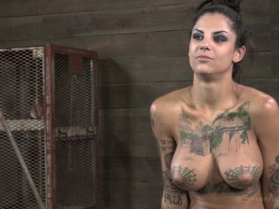 Tatted skank Bonnie Rotten gives an interview sitting naked in front of cam