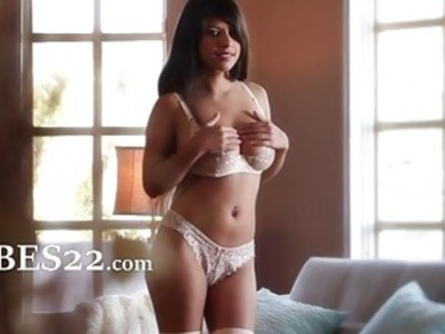 busty brunette posing her pussy