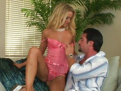Hawt babe is driving dude crazy with her oral