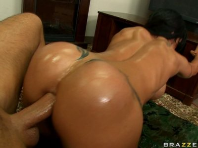 Athletic black haired MILF Jewels Jade gets her asshole stretched by huge cock