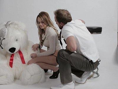 Bearly legal teen fucks her photographer