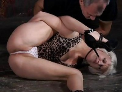 Worthless whore is made to enjoyment her fur pie