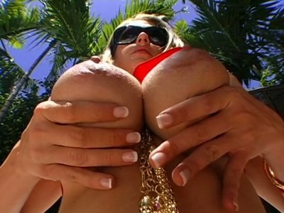 Most voluptuous girl on the planet Abby Rode gets her pussy eaten